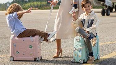 ベッドにもなる子供用ライドオンスーツケース 「STOKKE ジェットキッズ ベッドボックス」