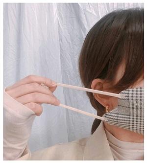 顔の輪郭にフィットする3D立体チェック柄