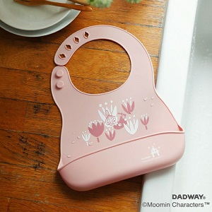 「ダッドウェイ(DADWAY)×ムーミンベビー(MOOMIN BABY)」北欧らしいカラーの新作 シリコン・ビブ発売!